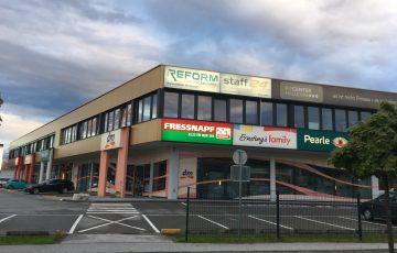 Kommunal Service Salzburg Wohnbau Referenz Bild mit Betriebsgebäude